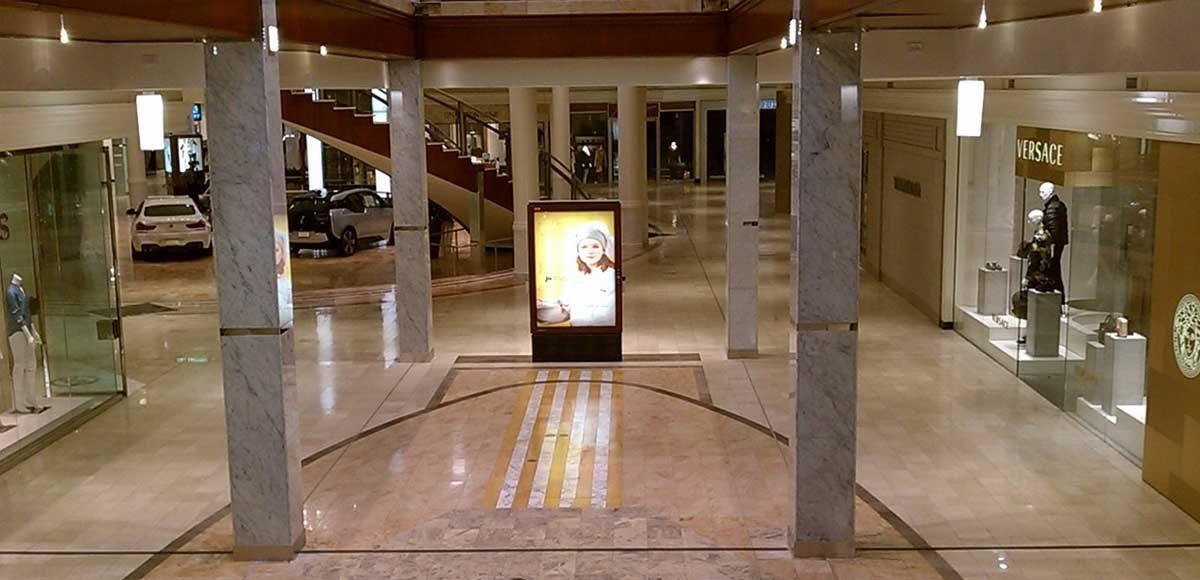 centro-commerciale-vuoto